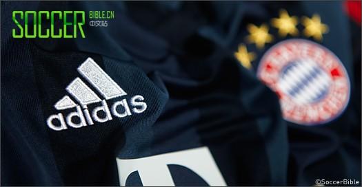 2013/14 欧冠联赛第三球衣     早先发布的拜仁2013/14赛季的主场球衣图片