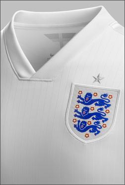 英格兰国家队携手耐克推出2014款主客场球衣