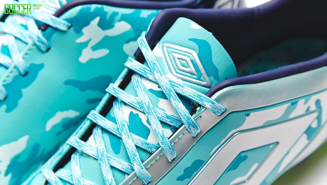 茵宝发布海洋蓝GeoFLARE战靴