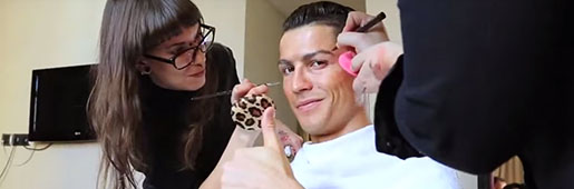 <font color=red>CR7</font> Goes Undercover on Madrid Streets : Video : Soccer Bible
