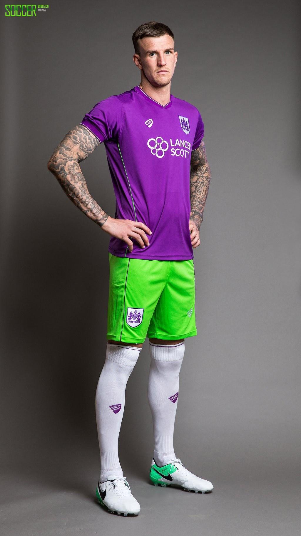 Bristol City 发布 17/18 客场队服