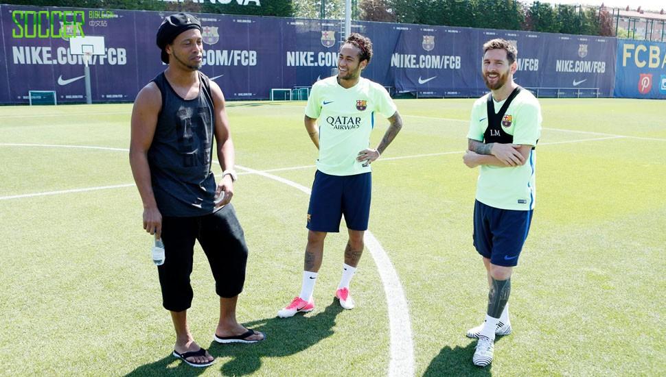 梅西揭晓阿迪达斯全新Nemeziz足球鞋