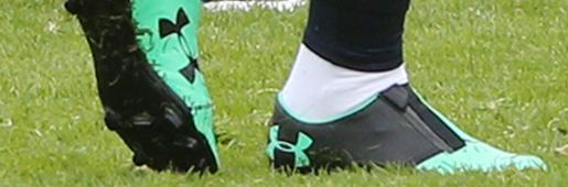 孟菲斯・德佩训练中上脚全新安德玛Spotlight无鞋带足球鞋