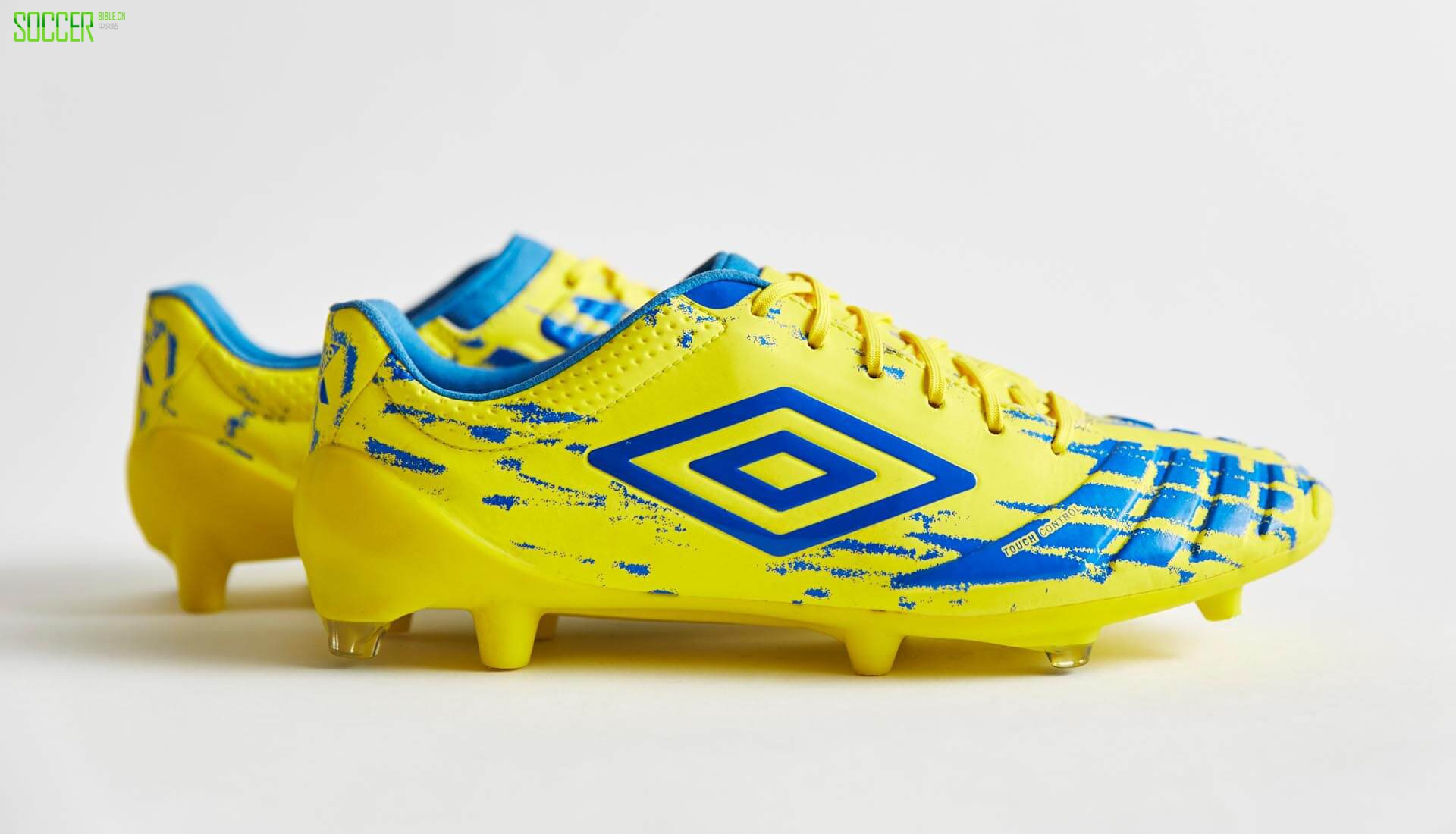 umbro-ux-accuro-yellow-1
