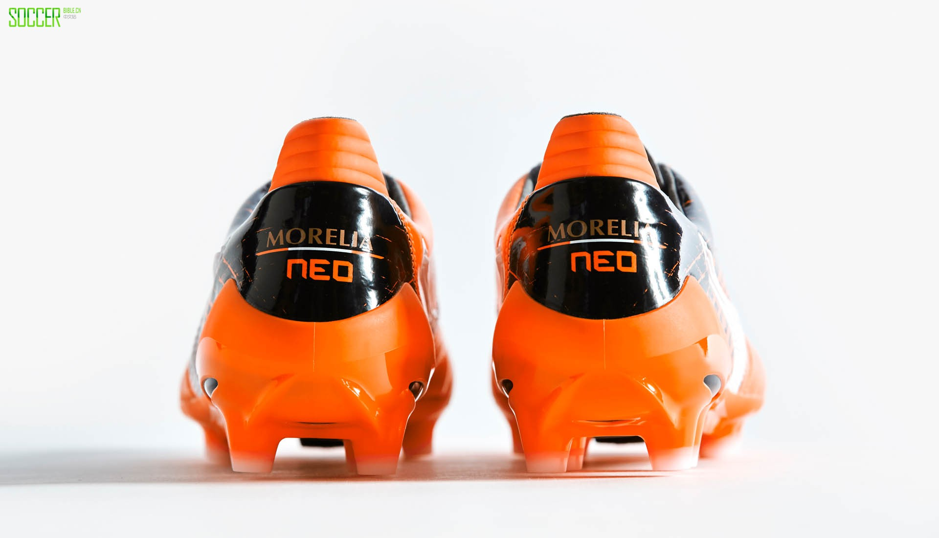 mizun-morelia-neo-orange-1