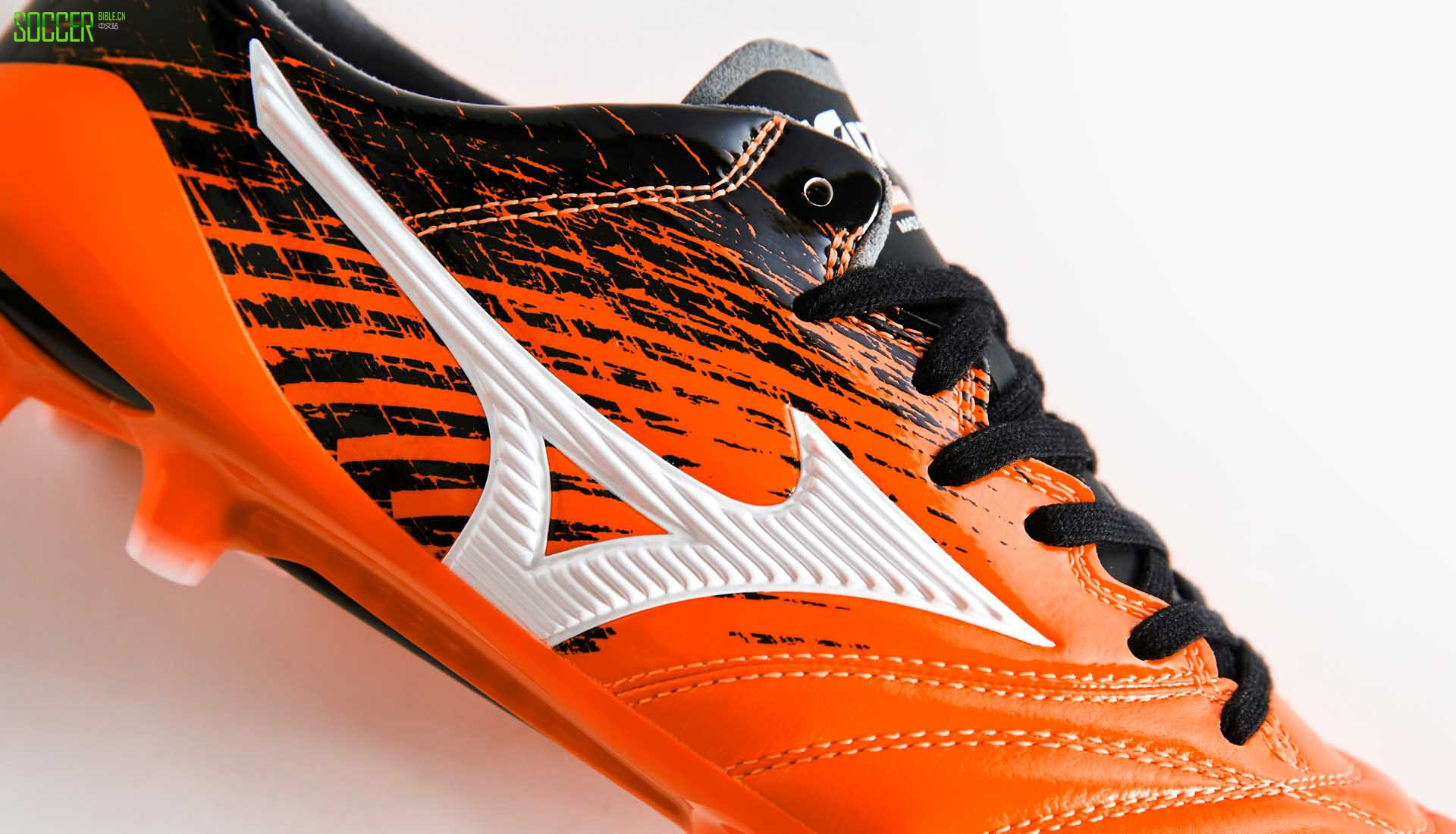 mizun-morelia-neo-orange-4