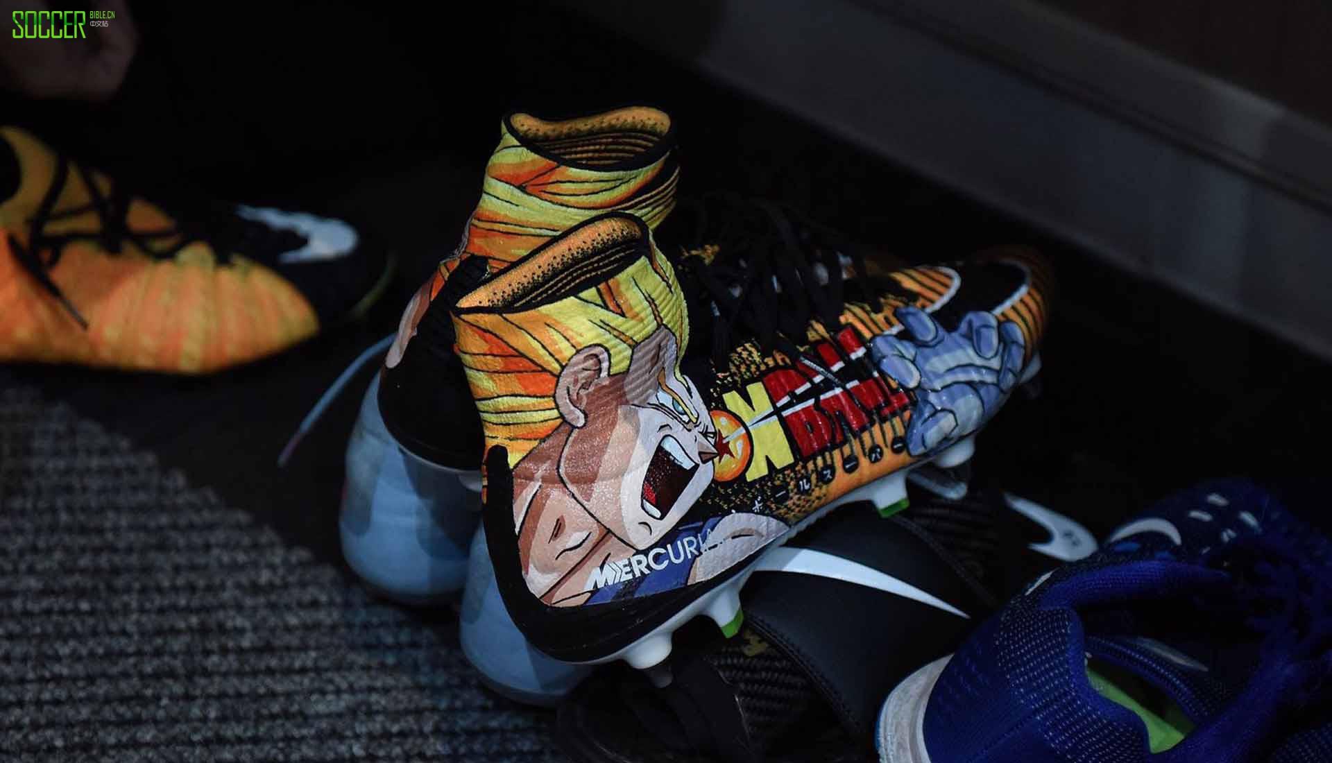 巴卡里・萨科的定制涂鸦刺客足球鞋