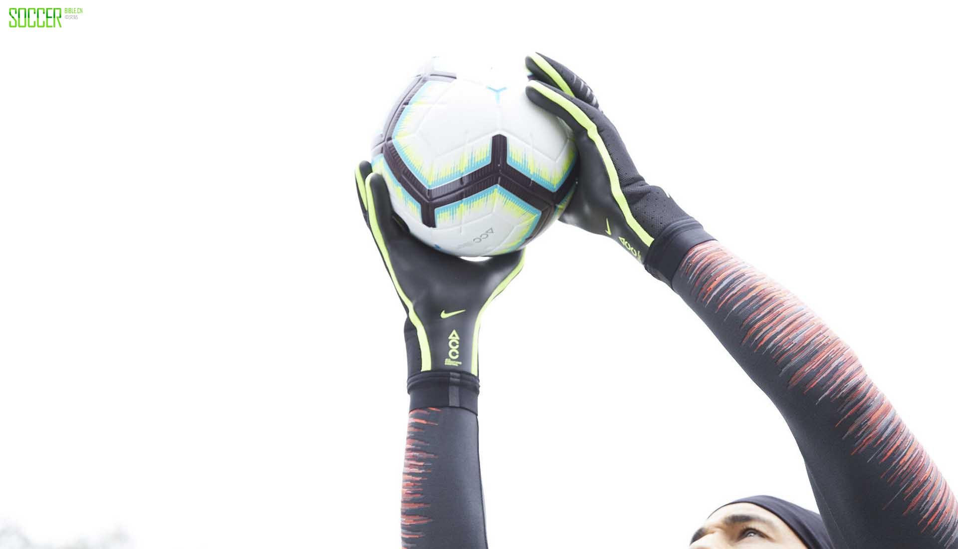 耐克发布革命性Mercurial Touch Elite守门员手套