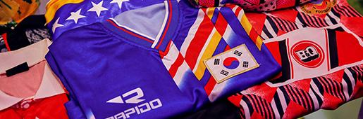 """Fabric of Football"" 球衣展在曼彻斯特的国际球衣博物馆举行"