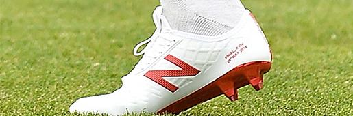 萨迪奥・马内在训练中穿着New Balance Otruska套装足球鞋