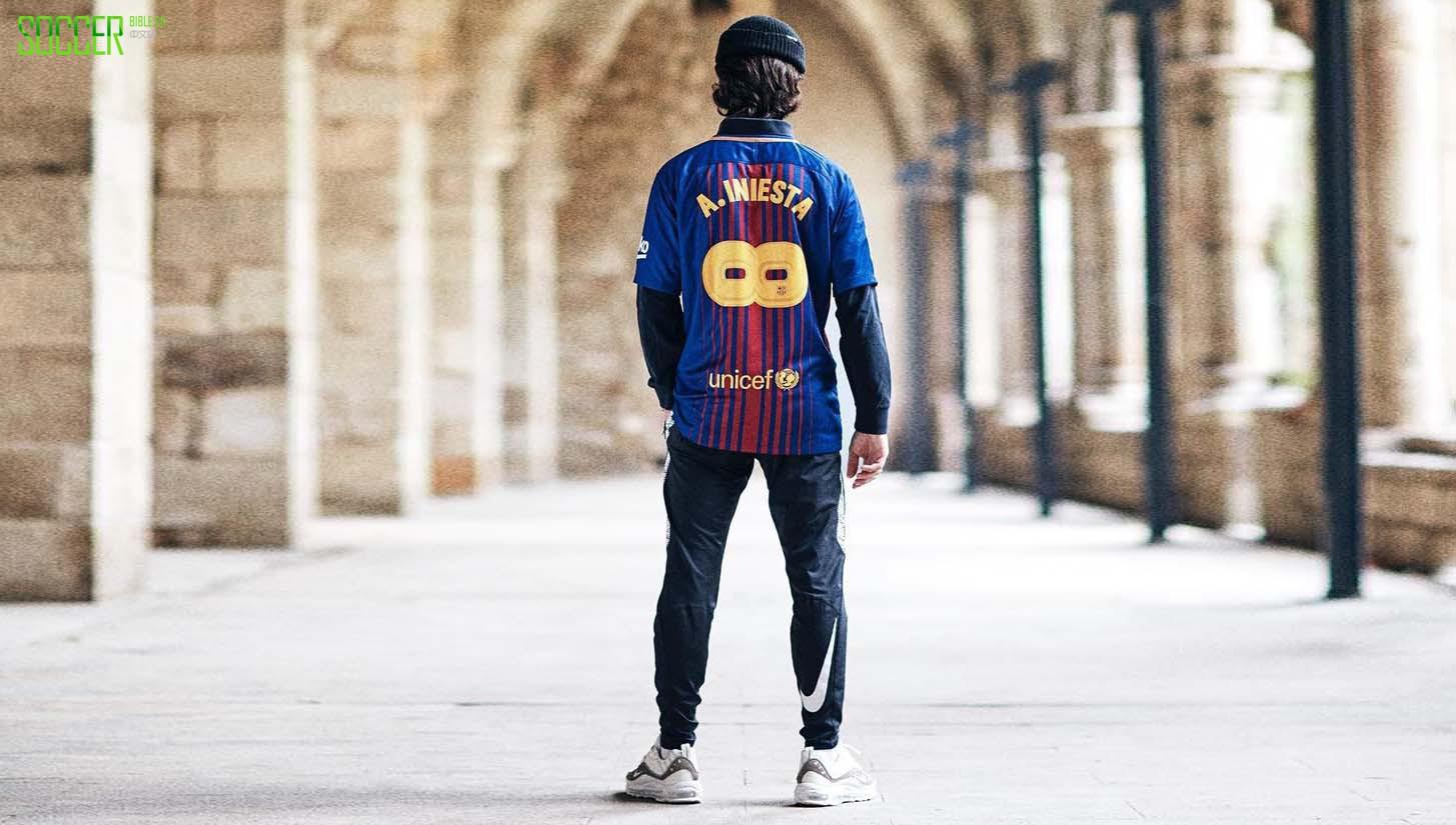 耐克公司发布了特别版的Iniesta巴塞罗那纪念球衣