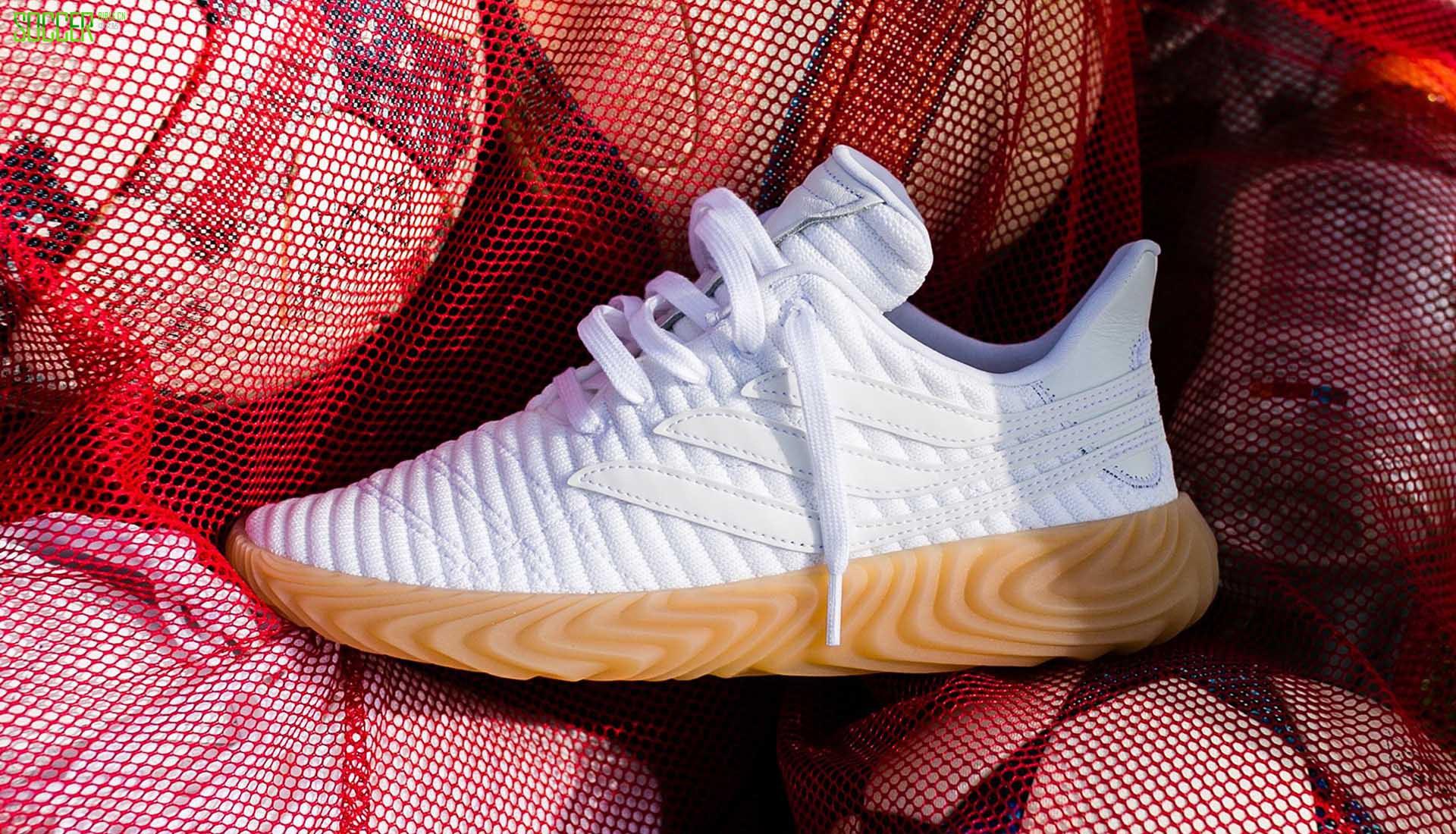 足球主题继续风靡 阿迪达斯推出全新Sobakov鞋款