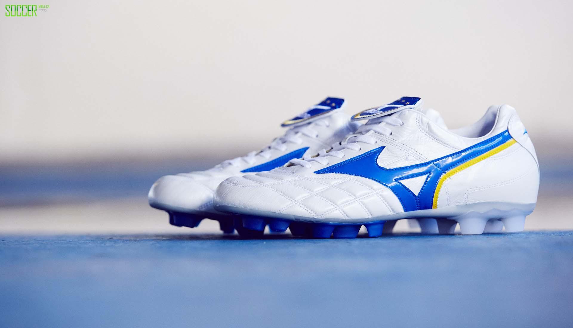 美津浓正式推出白蓝配色的Wave Cup Legend复刻版足球鞋