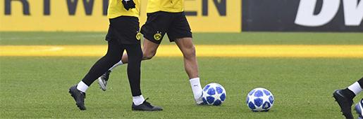 马里奥・格策在训练中穿上了耐克尚未发布的小黑鞋