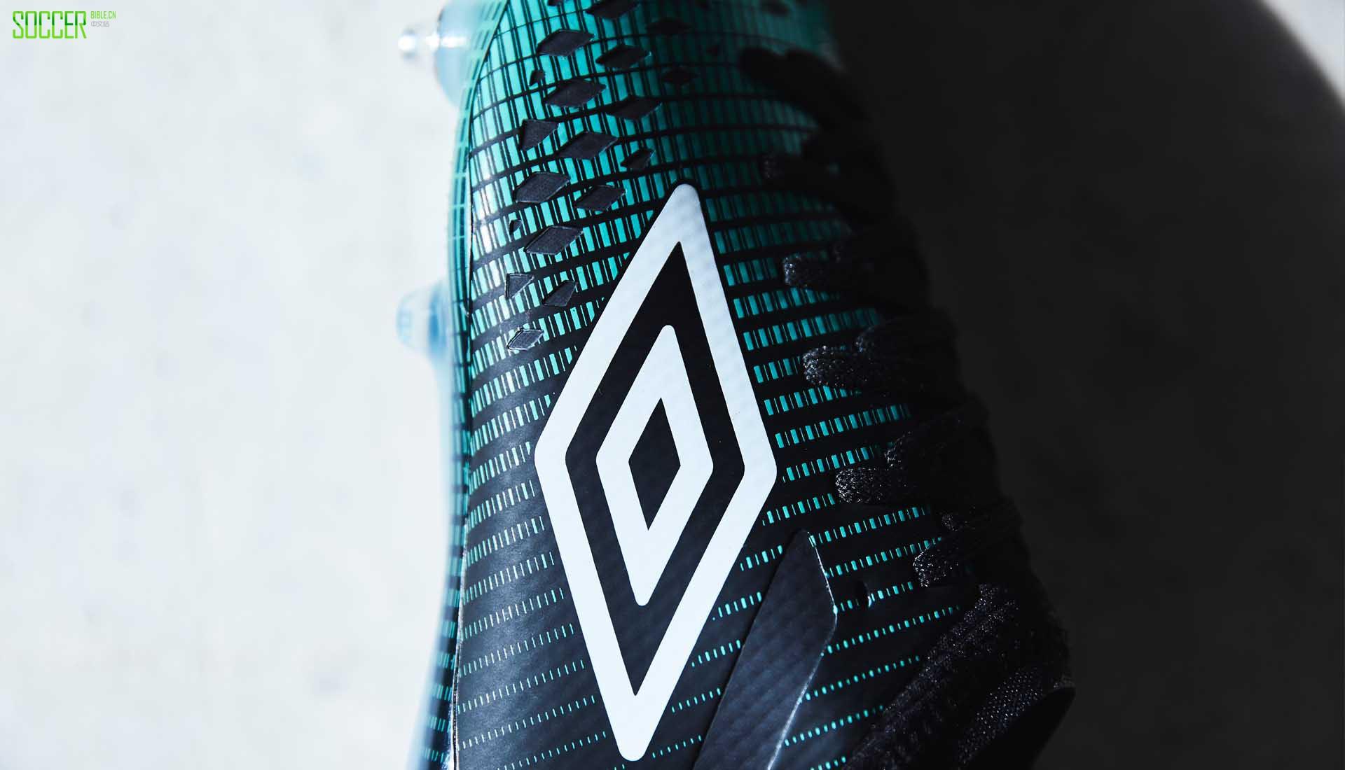 Umbro在2019年初期发布了全新配色的第四代Velocita战靴。