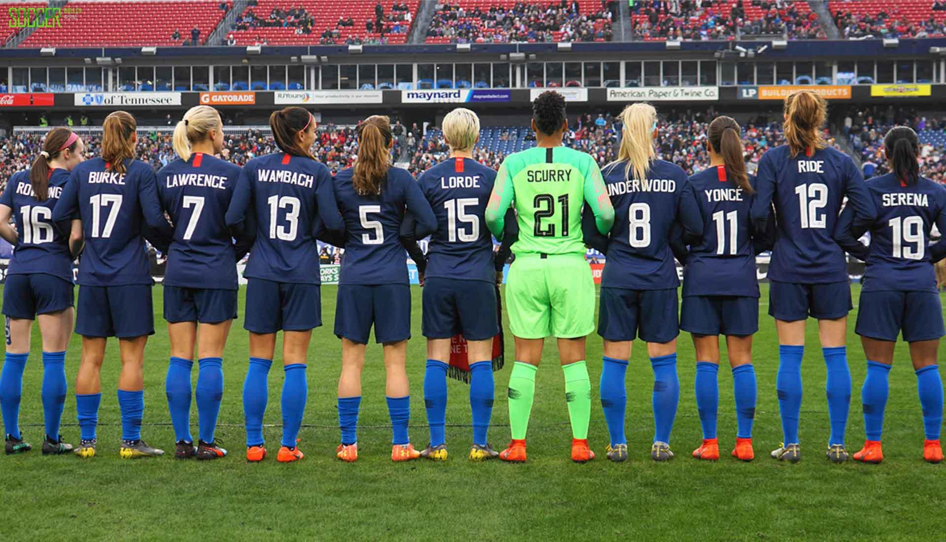 致敬偶像追逐梦想 美国女足球衣背后印上伟大女性姓名