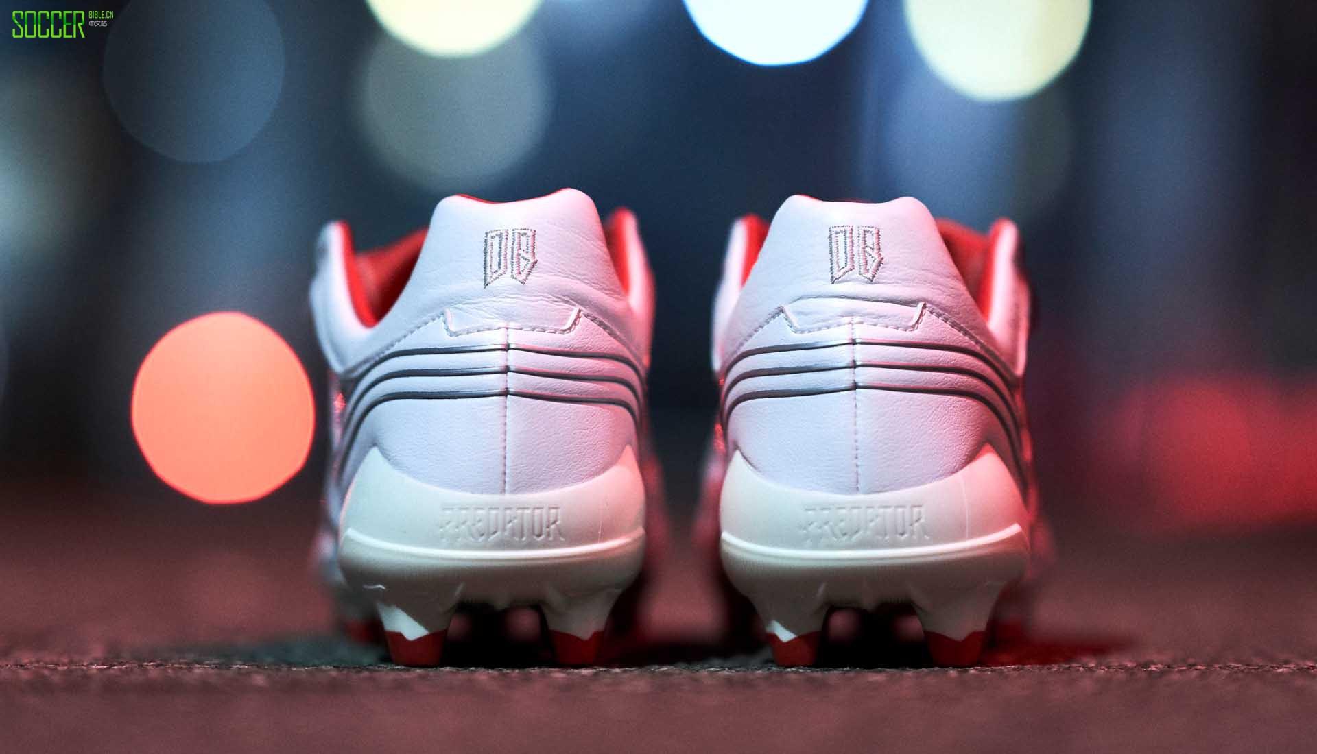 近距离观察阿迪达斯猎鹰25周年Beckham Precision版本足球鞋