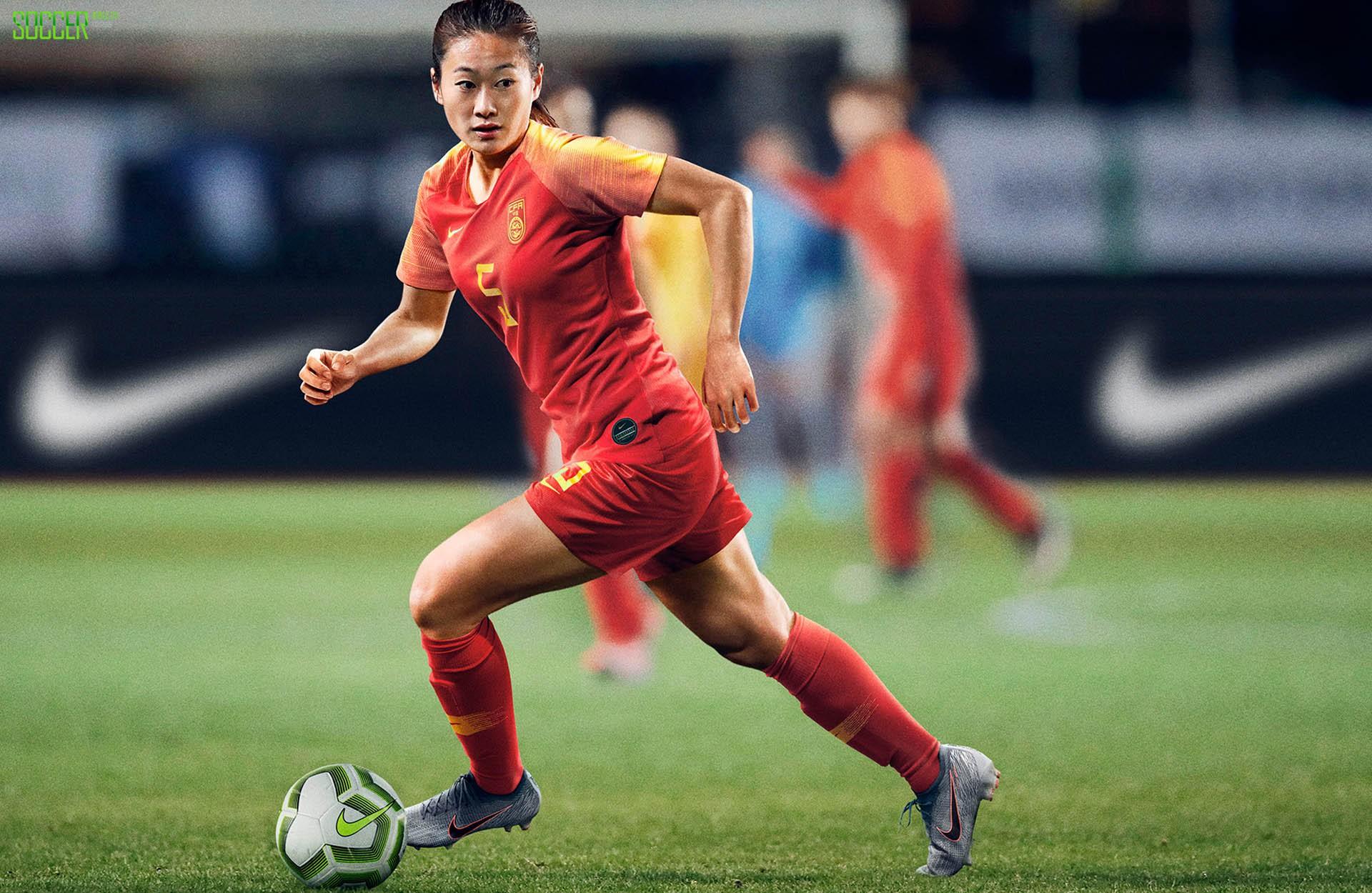 穿球衣的女孩最美 耐克在巴黎为14支国家队发布全新战袍