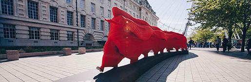 阿迪达斯Nemeziz创意雕塑在伦敦市中心揭幕