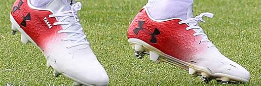 红军球员阿诺德在训练中换上全新UA Magnetico战靴