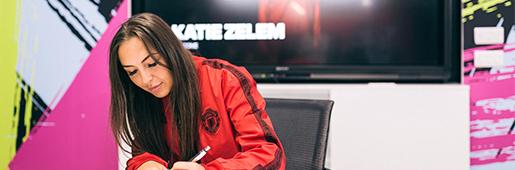 曼联女足凯特・泽雷姆与阿迪达斯签约