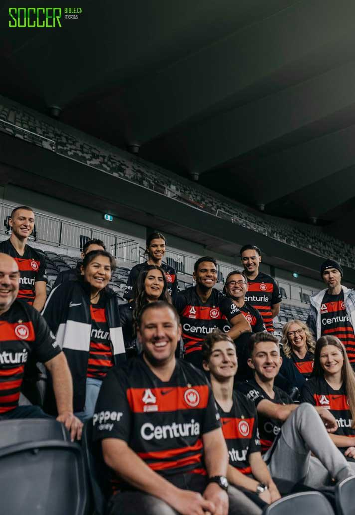 耐克推出西悉尼流浪者20120赛季主场球衣