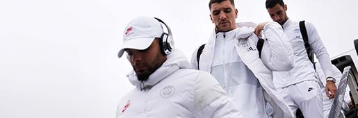 巴黎圣日耳曼队员身着纯白耐克套装