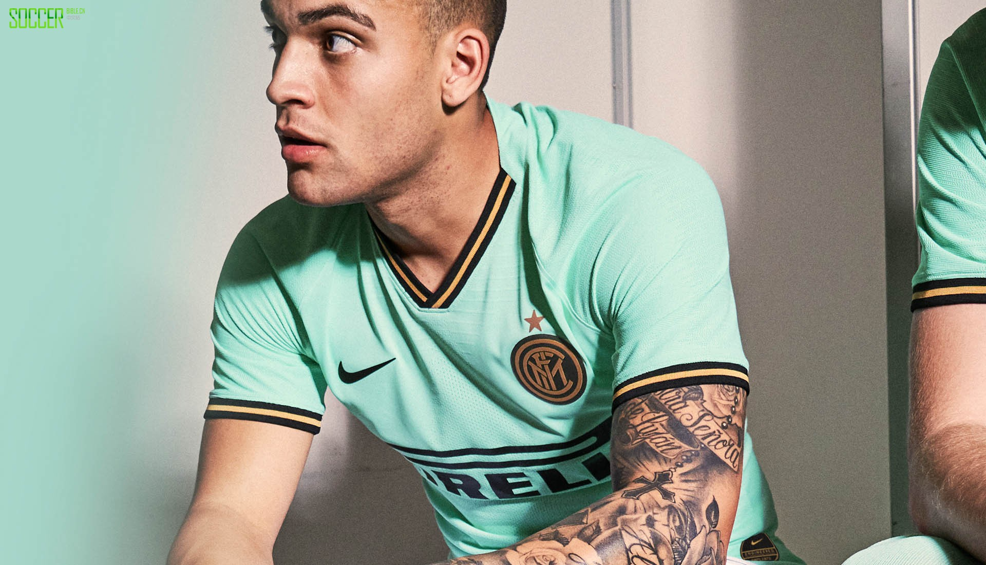 《SoccerBible》评选出的十年前TOP 30球衣
